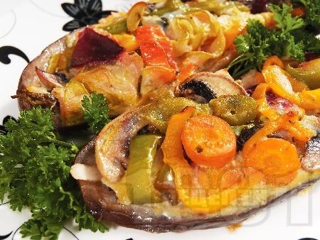 Лодчици от патладжани пълнени с гъби, чушки и топено сирене на фурна - снимка на рецептата
